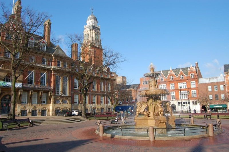 Leister town hall. Source: https://commons.wikimedia.org/wiki/File:Leicester_Town_Hall.jpg